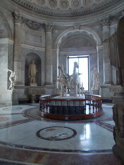 Sala della Biga (Hall of the Chariot) - Museo Pio Clementino.