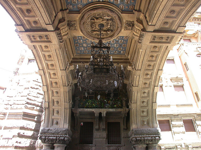 entrance-coppede-quarter-arch-chandelier