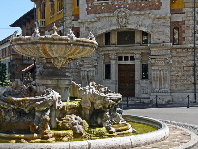fontana-delle-rane-piazza-mincio