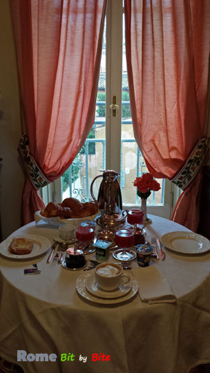 Residena Ruspoli Bonaporte - breakfast in the room