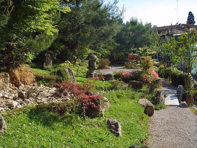 florence-rose-garden-japanese-garden