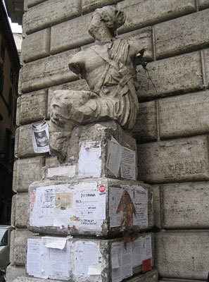 talking statue pasquino
