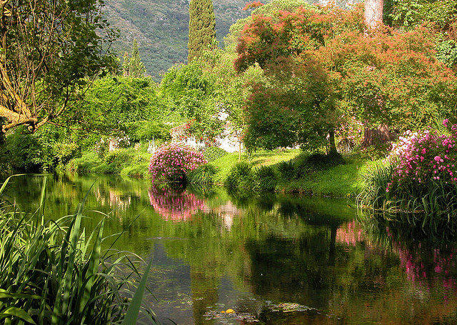 Top 12 most beautiful gardens of italy for Giardino di ninfa indirizzo