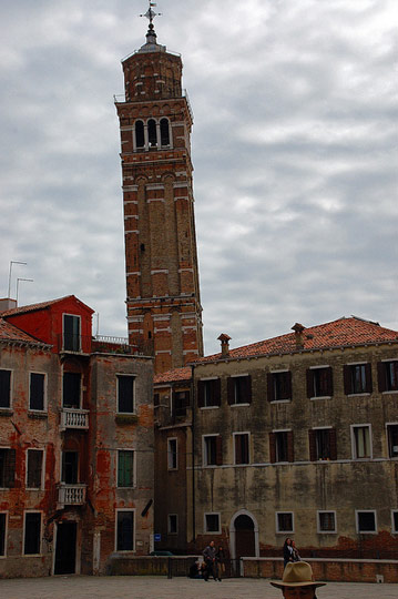 leaning-tower-santo-stefano-venice-b