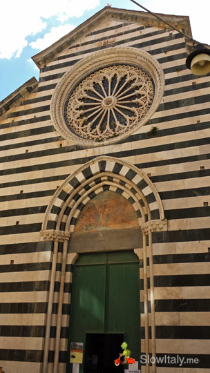 Monterosso Church of S. Giovanni Battista. Photo Slow Italy.