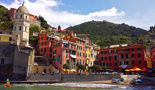 Vernazza main piazza. Photo Slow Italy.