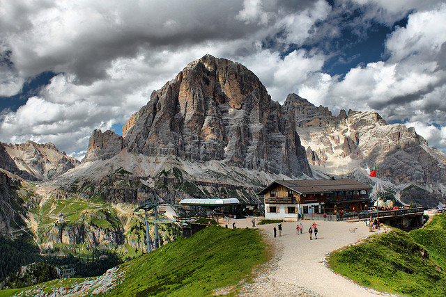 Tofana di Rozes & Rifugio Scoiattoli. Photo © Daniele Ceccato. Reproduced with kind permission of Daniele Ceccato.