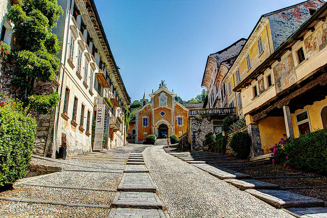 Stairway street to to the parish church of Santa Maria Assunta (1485). Photo by Selden Vestrit.
