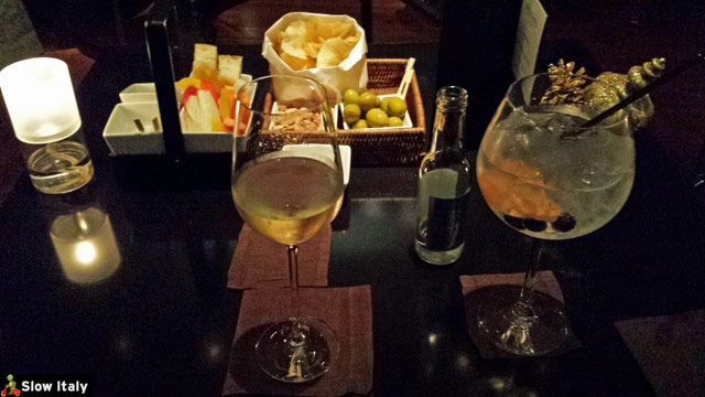 Aperitif at the Bulgari Hotel. Photo © Slow Italy.