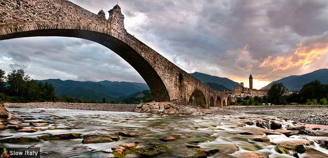 Hunchback bridge, Bobbio. Photo © FedevPhoto/Fotolia