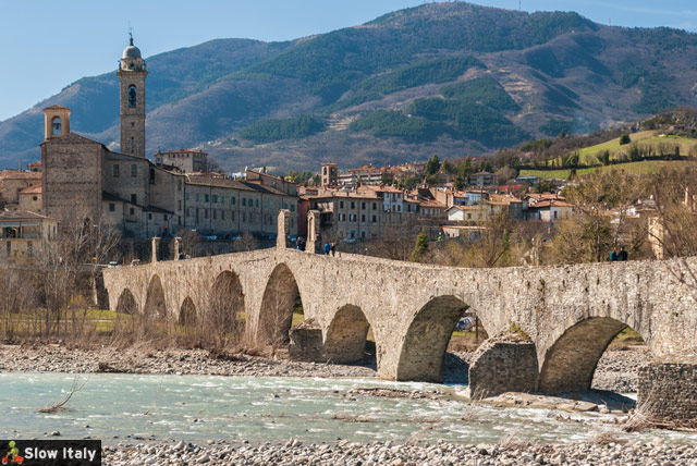 Ponte Gobbo with the town of Bobbio in the background. Photo © Roberto Lo Savio/fotolia.
