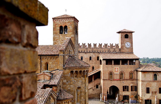 Castell'Arquato with the collegiata Church of St Mary on the left and the Rocca Viscontea in the background. Photo by Maria Grazia Montagnari.