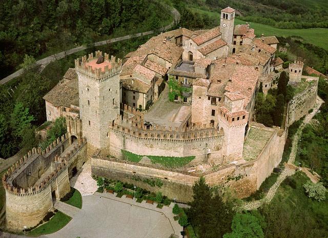Castlello di Vigoleno. Photo by Castelli e Borghi d'Italia via Turismo Emilia Romagna