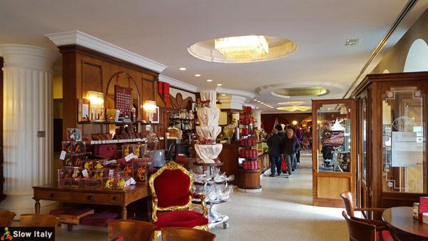 Top 10 historic caf s and pastry shops in trieste - Caffe degli specchi ...