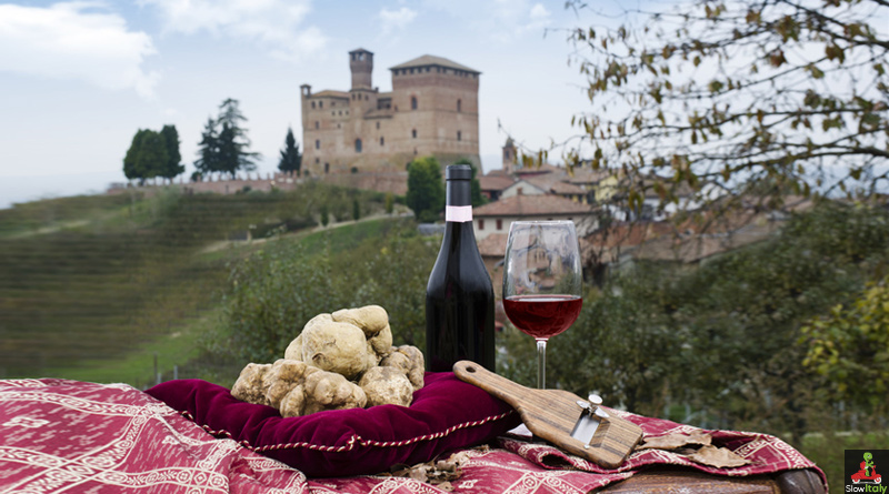 White truffles in front of the Grinzane Cavour Castle. Photo © Maurizio Milanesio
