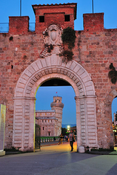 Porta Nuova, Pisa. Photo by llee_wu